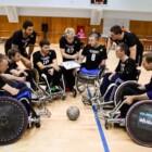 Игроки «Металлурга» вновь помогают кузбасским колясочникам